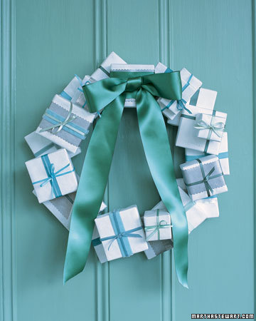 la102625_1206_wreath_xl.jpg