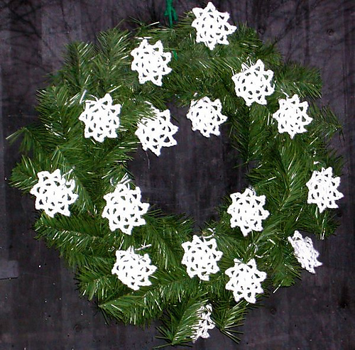 52251961_1260454008_snowflakewreath600x592pb260022_medium.jpg